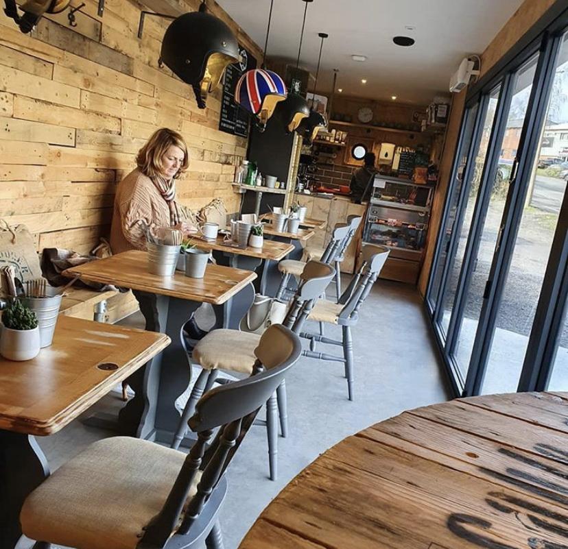 Дизайн интерьера кафе из контейнера 40 футов