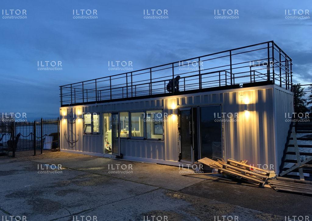 Стильное и лаконичное кафе с сувенирным магазином из 12 метрового контейнера