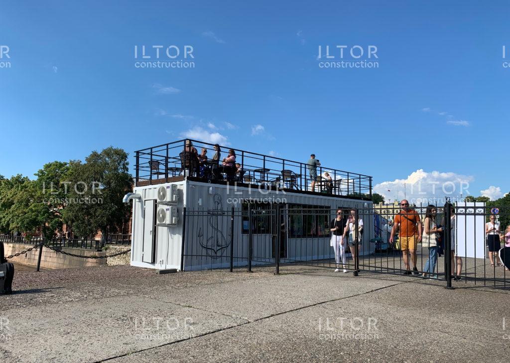 Кафе бар с террасой из морского контейнера