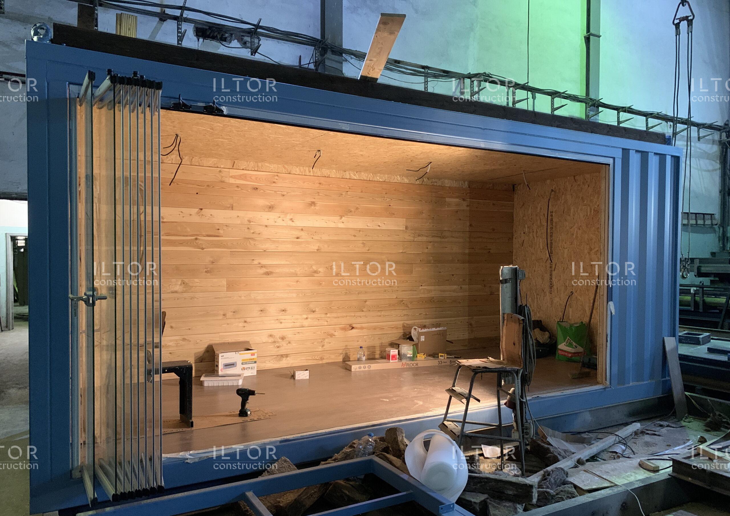 Модульное кафе из контейнера со сдвижным панорамным остеклением